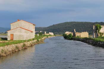 Sečoveljske soline Fontanigge se nahajajo ob reki Dragonji.