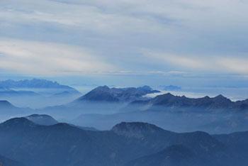 Triglav je najvišji vrh Julijskih Alp in glavni narodni simbol Slovenije.