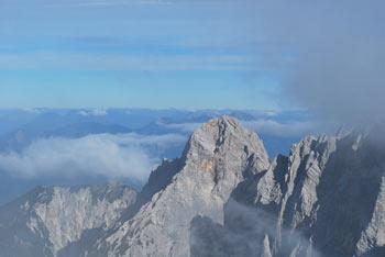 Špik je eden izmed bolj znanih vrhov v Julijskih Alpah. Z njega se odpre razgled na sosednjo Šklatico, Veliko Ponco in Razor.