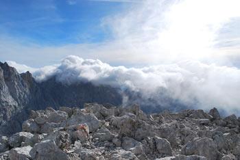 Na Špik se odpravimo mimo Koče v Krnici in preko gore Lipnice. Na vrhu se odpre razgled na Prisojnik in karavanški Stol.