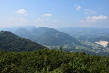 Na Stolpnik se odpravimo iz Slovenjskih Konjic, pot pa nas vodi mimo razvalin Konjiškega gradu pri katerem se nahaja razpotje za Žičko kartuzijo.