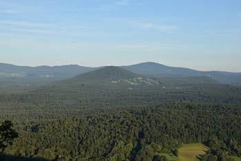 Straška gora se nahaja nad reko Krko, pot pa nas vodi k kraški jami Veliki Prepadni.