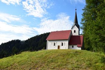 Sveta Filip in Jakob sta zavetnika, ki jim je v Sloveniji posvečenih le devet cerkva.
