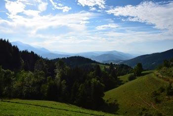 Cerkvica svetega Filipa in Jakoba se ponaša z izvrstnim razgledom na Mislinjsko dolino in koroške hribe, ki jo obkrožajo.