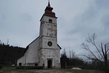 Družinski izlet po gozdovih Hrušice nas pripelje do cerkev Svete Marije na Planinski gori na Planino.