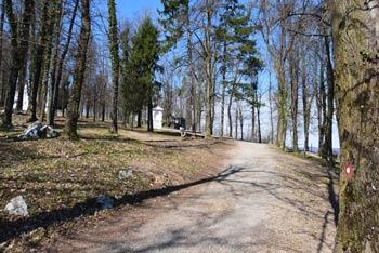 Sveta Trojica nad Vrhniko se nahaja nad Klancem, kjer se je rodil Ivan Cankar.