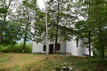 Sveti Volar je cerkev na griču, kjer je bilo nekoč prazgodovinsko gradišče.