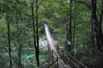 Brv čez reko Sočo od Tonocovega gradu do slapa Kozjak je zelo atraktivna in dolga 51.5 metra.
