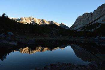 Triglavsko jezero imenovano Dvojno jezero se nahaja na južnem predelu doline.