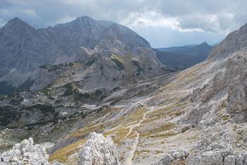 Od Triglavskega doma na Kredarici do Doma Planika vodi lepa pot.