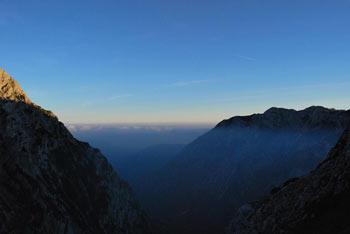 Na Turski gori se, prehodnem vrhu med Kamniškim in Kokrskim sedlom si odpočijemo ob razgledih na Grintovce.
