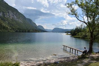 Ukanc se nahaja na zahodnem robu Bohinjskega jezera.