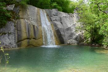 Veli vir se nahaja pod vasjo Sokoliči na vzhodnem predelu Istre.