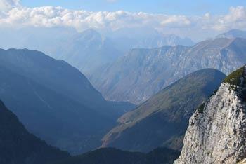 Velika Montura je manj znan vrh Julijskih Alp, ki se nahaja med Krnskim pogorjem in Komno.