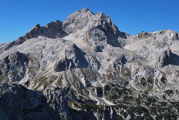 Na Veliki Draški vrh vodi krožna pot preko Studorskega prevala.