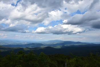 Veliki Rog se nahaja severno od Mirne gore, z njega pa se lepo vidi Vetrnik, Kum in ostale posavske tisočake.