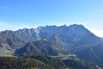 Virnikov Grintovec nam nudi izvrsten razgled na Jezersko in najvišje vrhove Kamniško-Savinjskih Alp.