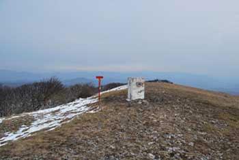 Vremščica je razgleden vrh na meji med Primorsko in Notranjsko. Na vrhu je majhna cerkvica.