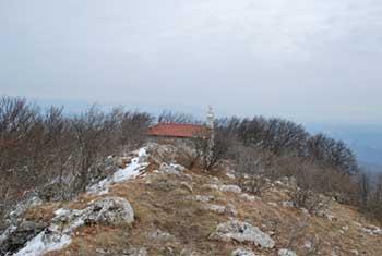 Na Vremščico vodi krožna pot, ki je zelo razgibana.