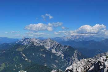 Vrtača je iz savske strani nekoliko skrita gora nad Ljubeljem.