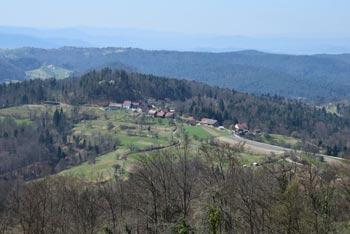 Na Žagarski vrh, ki je priljubljen tako med izletniki kot pohodniki se radi odpravijo tudi kolesarji in motoristi.