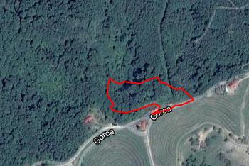 Do Haloškega studenca nas pripelje razgledna vinska cesta s katere se odpre razgled na Haloške gorice.