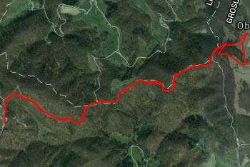 Na Obolno hodimo večji del po gozdni makadamski cesti in se zato zlahka orientiramo tudi po opisu poti.
