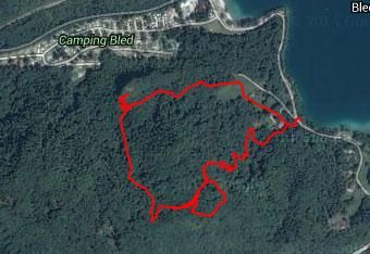 Za pot na Ojstrico nad Bledom ne bomo potrebovali gps tracka, razen če želimo raziskovati neoznačene poti.