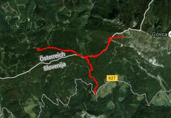 Pot do Potočke zijalke nas vodi večinoma po smrekovem in jelovem gozdu in je dobro označena, a vseeno imamo s sabo gps track.