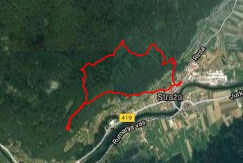 Orientacija po Straški gori je lahka, saj je pot zelo dobro označena z markacijami in smerokazi.