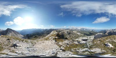 Bogatin se nahaja v Spodnjih Bohinjskih gorah na južnem predelu Julijskih Alp z lepim razgledom na Krnsko pogorje.