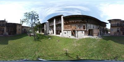 Breginj vsebuje izvrsten primer beneško-slovenske arhitekture Ščirnov ograd.