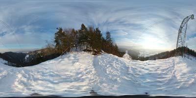Panormska fotografija posneta tik nad Debnim vrhom. Lepo se vidi sotesko doline Besnice in vrh od gradu Osterberg.
