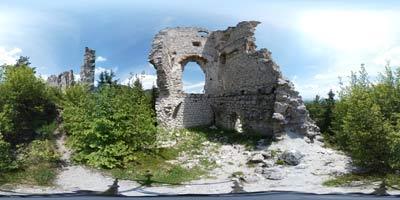 Grad Lindek se nahaja zahodno od Stolpnika, oziroma Konjiške gore.
