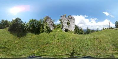 Grad Šumberk se nahaja na razglednem hribu z izvrstnim razgledom. Bil je domovanje šumberške veje Turjačanov, znamenite dolenjske plemiške rodbine.