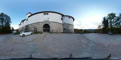 Grad Turjak je mogočna utrba, ki je v preteklosti kljuboval tako potresu, turškemu obleganju ter kmečki vojski. Danes je predvsem priljubljen cilj nedeljskih izletnikov in motoristov.