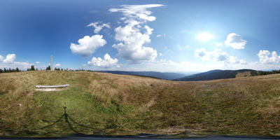 Jezerski vrh se nahaja blizu Črnega vrha na Ribniškem Pohorju. Pri številnih izletih po Sloveniji, je to odlična izbira za družine z majhnimi otroki, saj se lahko zapeljemo tudi do Ribniške koče, od koder bodo prišli tudi najmlaši otroci.