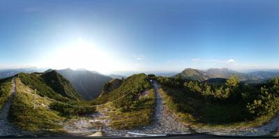 Slovenski Klek je brezpotna gora v Karavankah med Golico in Dovško Babo. Preko njega vodi dolga krožna pot po kateri se na izhodišče spuščamo mimo sedla Rožca in preko Jeseniške planine.