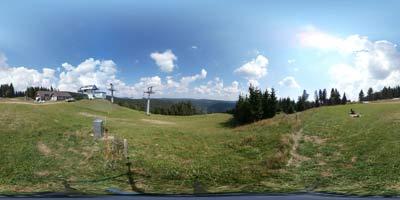 Koča na Jurgovem je glavni cilj krožnega izleta po Rogli. Nahaja se nad smučišče v osrednjem predelu Pohorja.