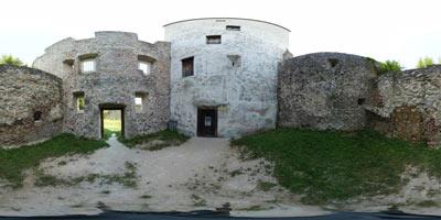 Izleti po Sloveniji nas pripeljejo do številnih gradov, od katerih so razvaline gradu Konjice zagotov ene največjih.