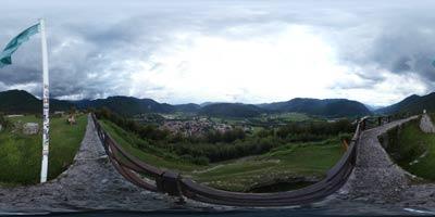 Kozlov rob nad Tolminom se ponaša z izvrstnim razgledom na soško dolino. Na njem je nekoč stal istoimenski srednjeveški grad. Danes na priljubljeno izletniško točko vodi več pešpoti.