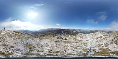 Lanževica se nahaja v osrednjem predelu Julijskih Alp nad Lepo Komno. Z nje se lepo vidi Krn ter proti Mangartu in Jalovcu.
