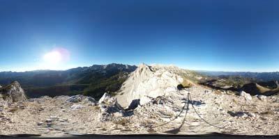 Julijske Alpe imajo več razglednih gora od katerih je Mala Tičarica pribljubljena zlasti med obiskovalci Doline Triglavskih jezer.
