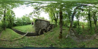 Mazurinov mlin se nahaja v grapi reke Dragonje med istrskima vasema Pavliči in Trsek v zaledju Koprskih brd. Po ustnem izročilu je star vsaj 300 let, ima pa dva mlinska kamna in kanale za dovod vode. V njem so mleli koruzo in druge žitarice.