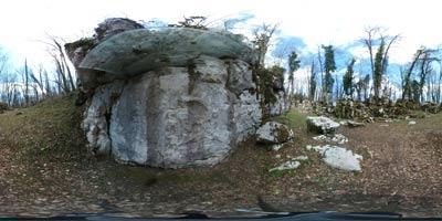 Mitrej pri Rožancu se nahaja v Beli krajini na obronkih Kočevskega Roga in je resnično poseben izlet. Svetišče posvečeno bogu Mitri je bilo postavljeno v Antiki, združimo pa ga lahko s sprehodom do izvira Krupe ali reke Lahinje.