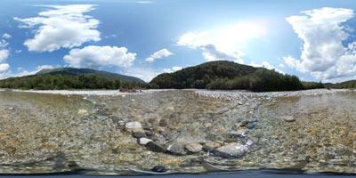 Nadiža je ena najtoplejših alpskih rek, zato je poleti priljubljena med izletniki, ki se v njej kopajo. Znana je po obsežnih prodnih nanosih.