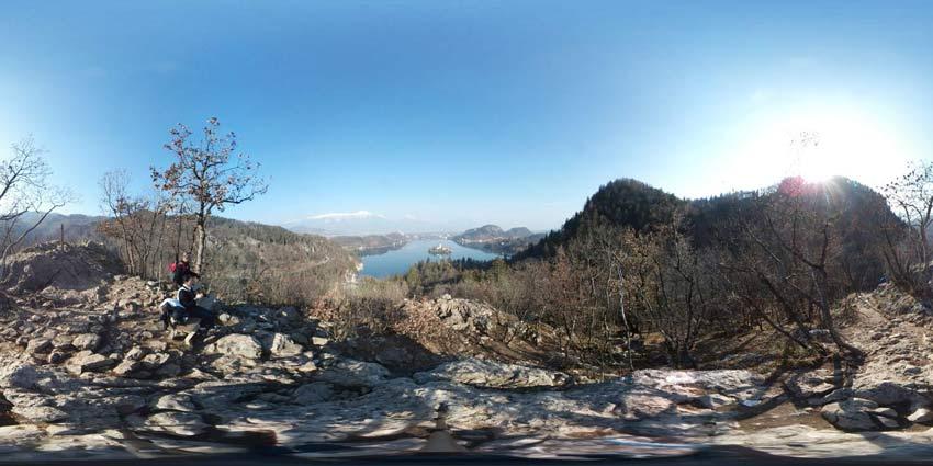 Ojstrica nad Bledom je velik skalnat megalit s katerega se odpre izvrsten razgled na Blejsko jezero.