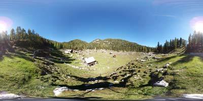 Planina Dedno polje se nahaja v Julijskih Alpah in je lahko cilj za družine z otroki, ko ne vedo kam na izlet.