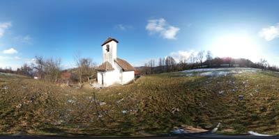 Planinca je ena manjših in hkrati najstarejših cerkvic v Sloveniji. Posvečena je svetemu Tomažu, do nje pa se povzpnemo od Podpeškega jezera na poti na Krim.