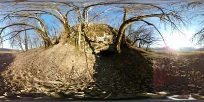 Pekel je tretja najmanjša kraška jama na Radenskem polju. Blizu nje je osamelec Kopanj, kjer je del svoje mladosti preživel France Prešeren.